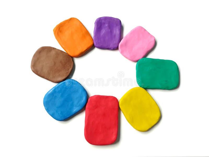 L'argile coloré de pâte à modeler, places multicolores pâte, bulle de la parole s'chargent du cercle photographie stock