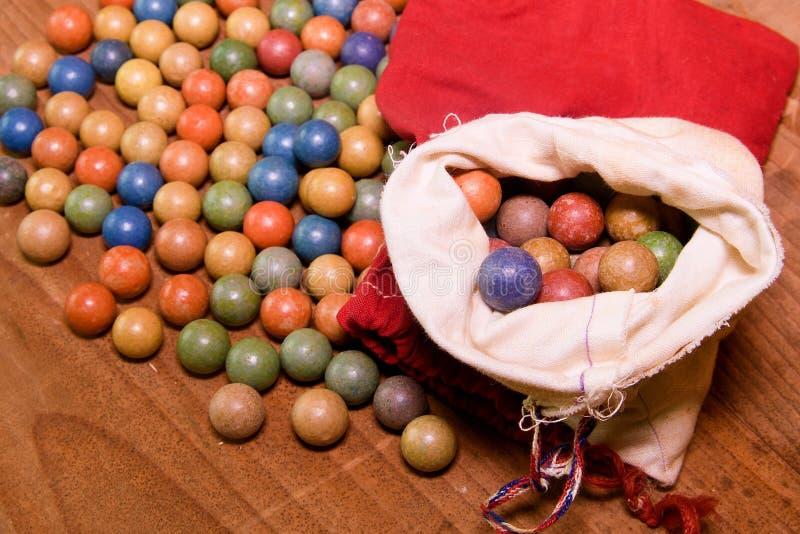 L'argile marbre des boules Rétro jouets Jouets de vintage Marbres de petit pain/jeu de pousse photographie stock