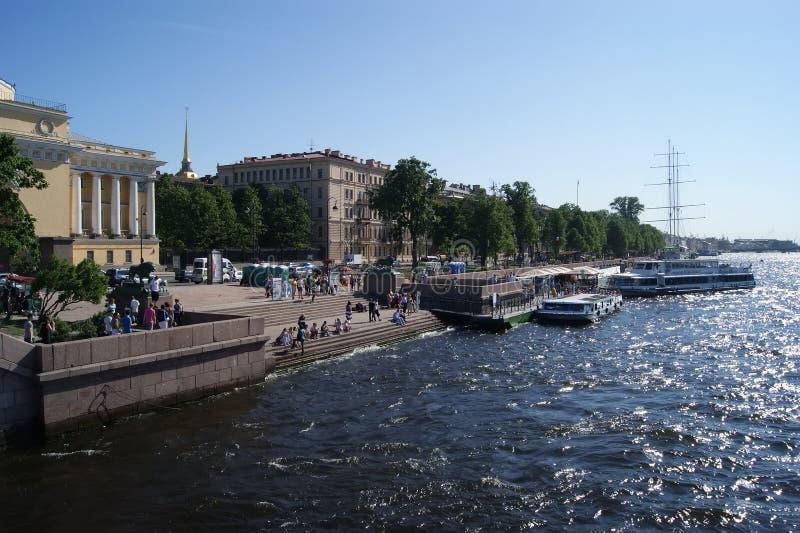 L'argine del fiume di Neva immagine stock