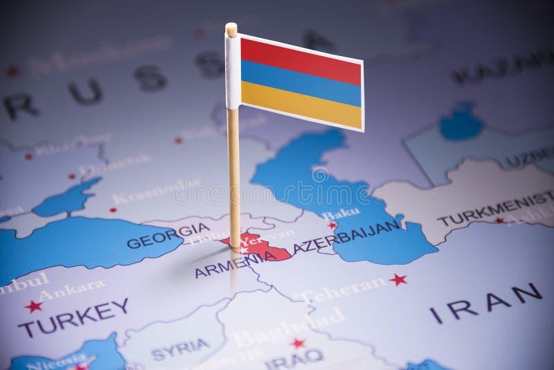 L'Arménie a identifié par un drapeau sur la carte images stock
