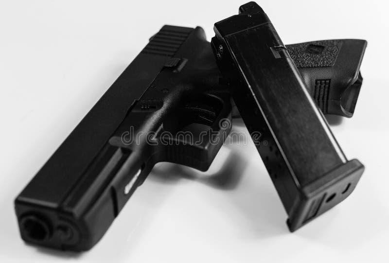 L'arme mortelle, noire et blanche photographie stock libre de droits