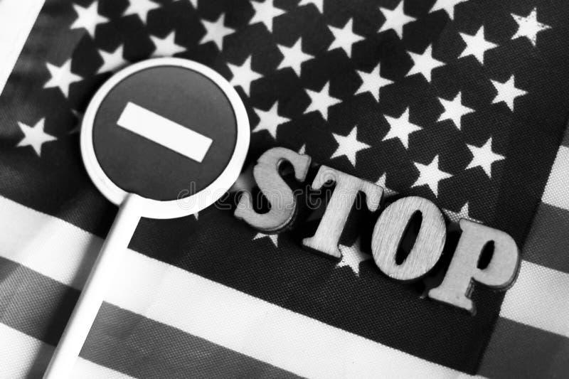 L'arrêt de route se connectent un fond de drapeau de l'Amérique photos stock