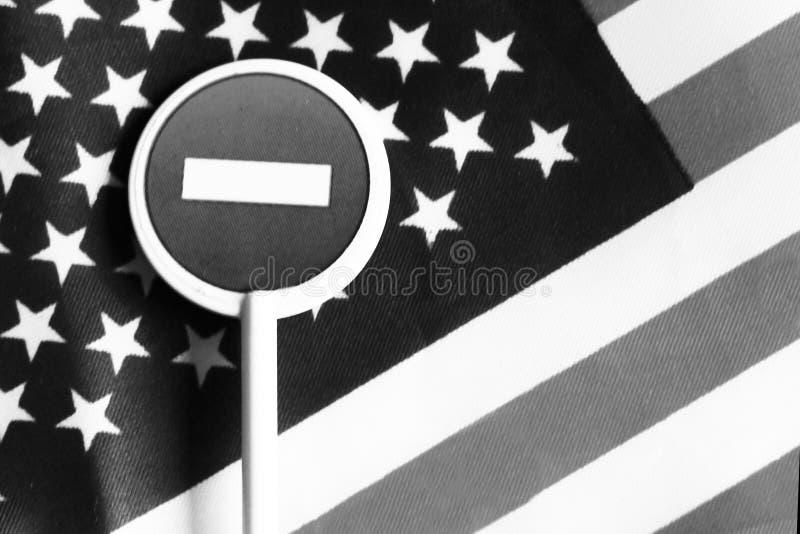 L'arrêt de route se connectent un fond de drapeau de l'Amérique image libre de droits