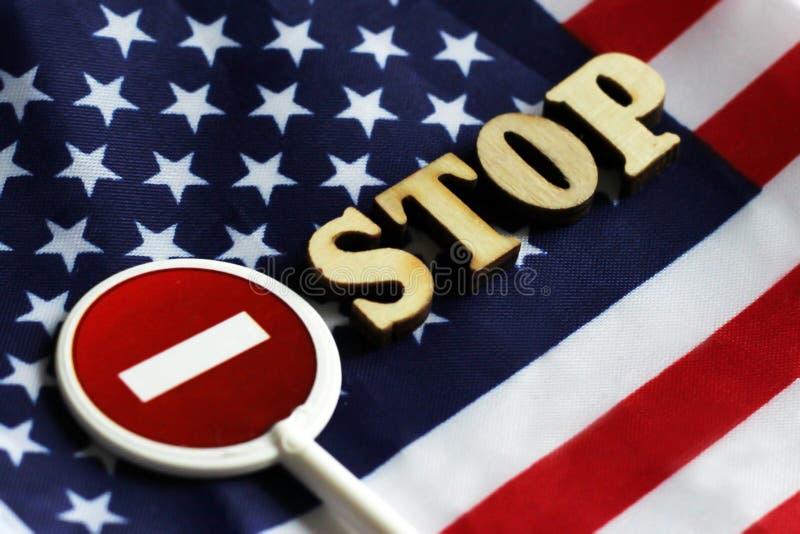 L'arrêt de route se connectent un fond de drapeau de l'Amérique image stock