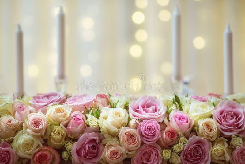 L'arrangement floral de luxe pour la réception de mariage, roses fleurissent le bouquet photographie stock