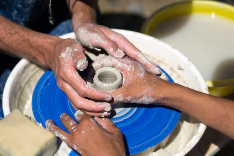 Download L'art de la poterie image stock. Image du créateur, traditionnel - 87707573
