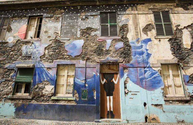 L'arte della porta aperta nella via di Santa Maria Un progetto che tende al ` aperto del ` la città ad artistico ed agli eventi c immagini stock