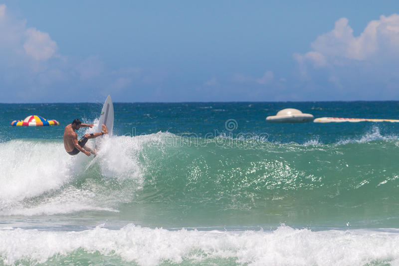 L'arte di praticare il surfing fotografia stock libera da diritti