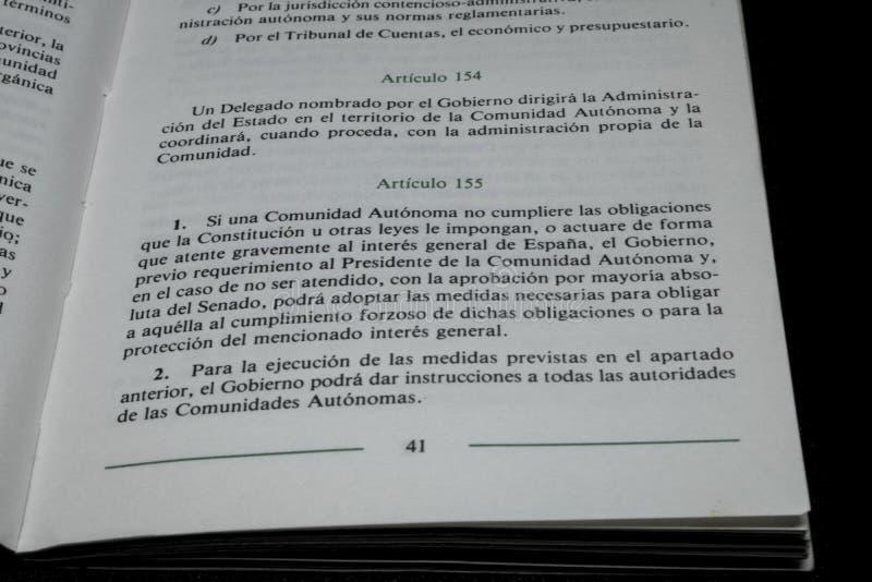 L'article 155 de l'Espagne s'est appliqué par le gouvernement au président du generalitat catalan Photo écrite au livre officiel images libres de droits