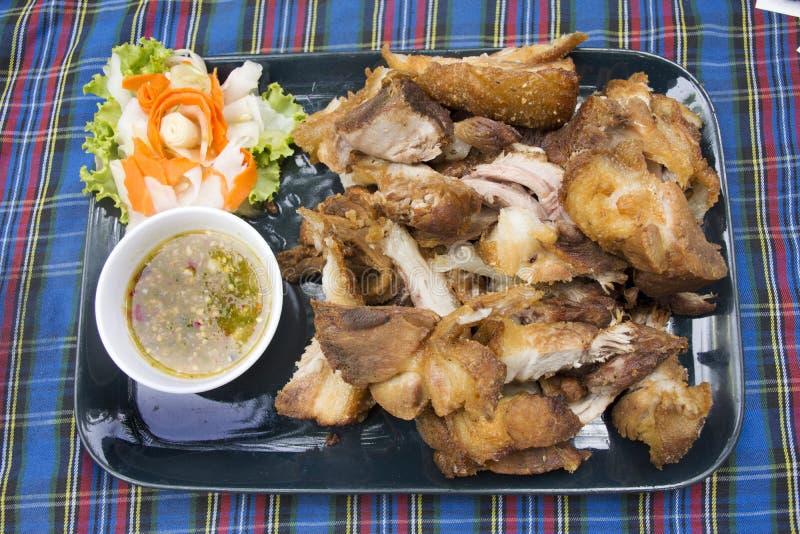 L'articolazione croccante della carne di maiale o il vino del Reno e la verdura tedeschi della carne di maiale sono servito con l fotografie stock