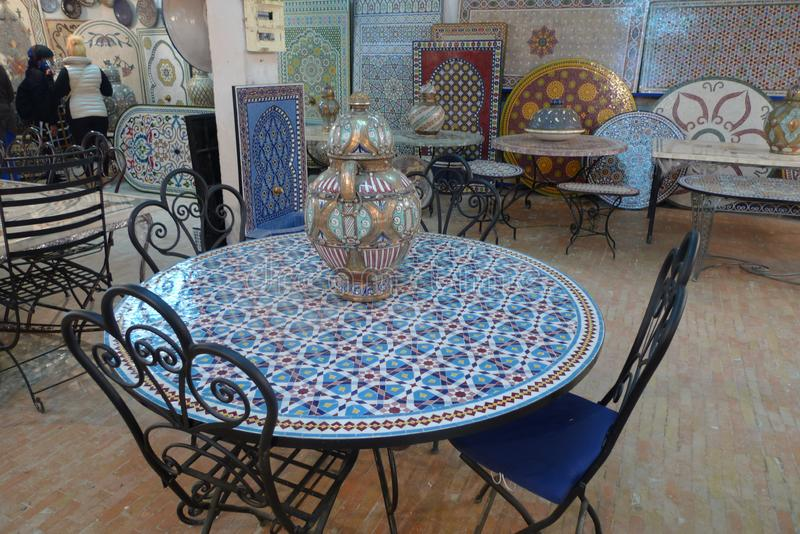 L'artisanat en mosaïque et en mosaïque est très avancé à Casablanca, au Maroc images libres de droits
