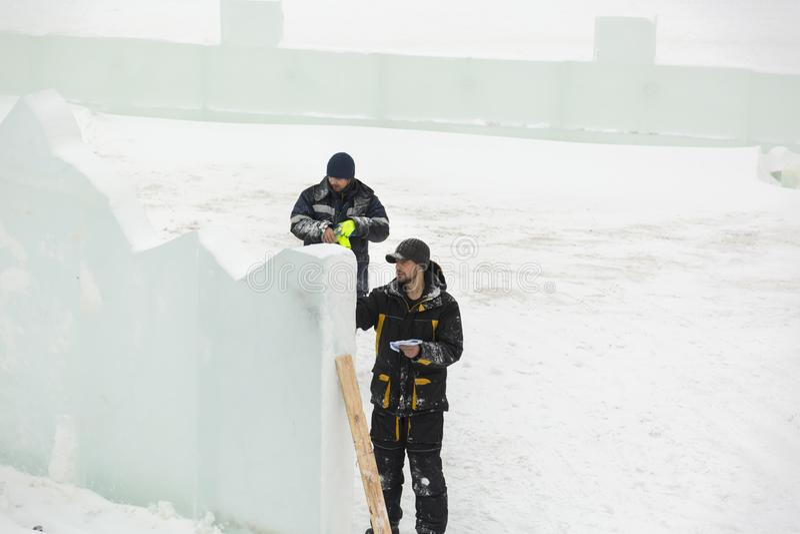 L'artista attinge il blocco di ghiaccio immagine stock libera da diritti