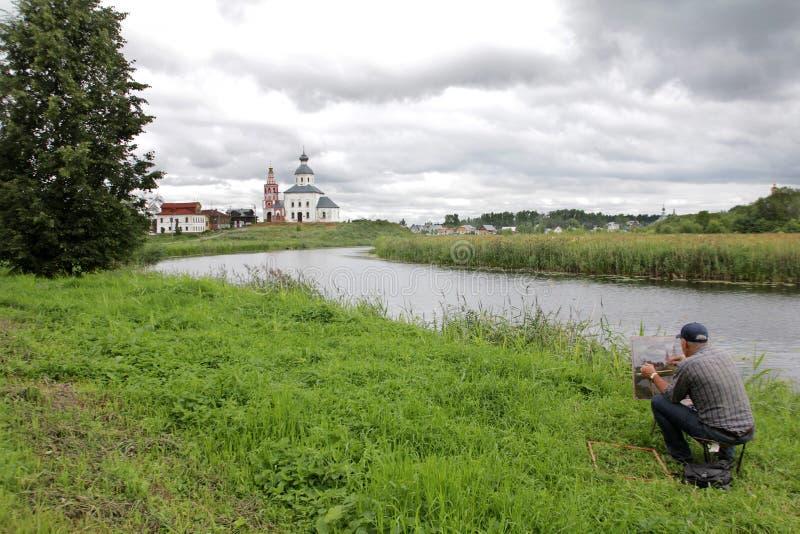 L'artista dipinge un paesaggio con una vista della chiesa di Elia il profeta fotografie stock libere da diritti