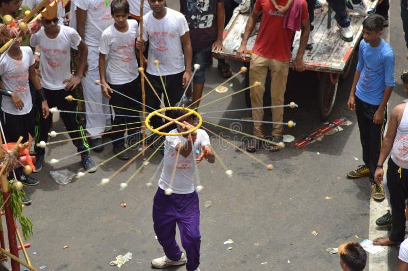 L'artista ha eseguito sulla via durante il Rathyatra, Ahmedabad immagine stock