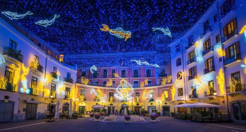 L'artista stupefacente del ` di Artista del ` di Luci d del ` si accende in Salerno durante il tempo di Natale, la campania, Ital fotografia stock