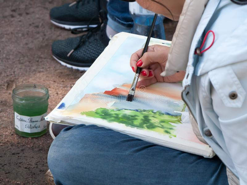 L'artiste tire la ville de la nature images libres de droits