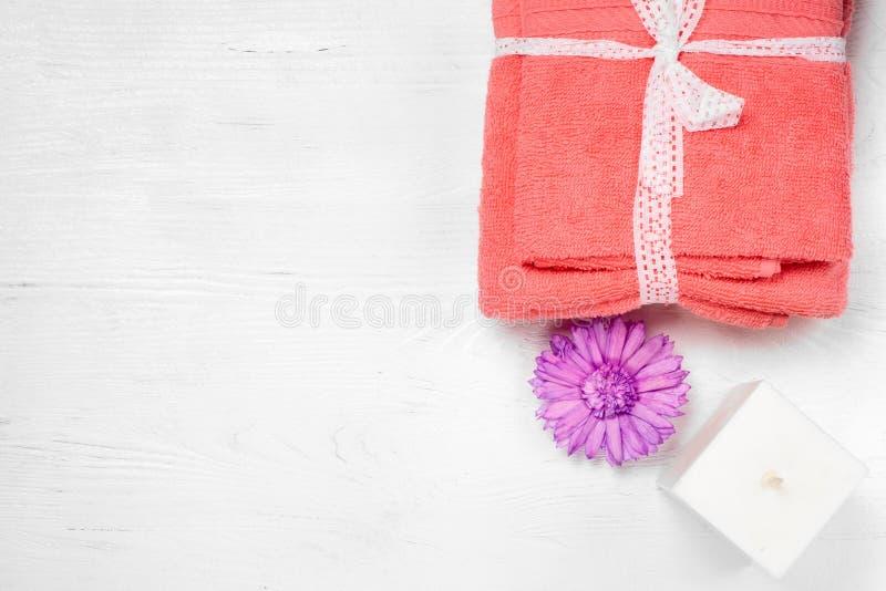 L'asciugamano esamina in controluce l'isolamento immagine stock