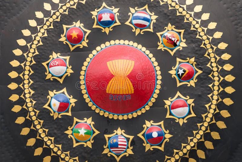 L'ASEAN suona il gong con le bandiere degli Stati membri in Phnom Penh fotografia stock