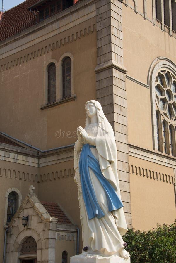 L'Asia Cina, Qingdao, Shandong, chiesa cattolica, Madonna immagini stock