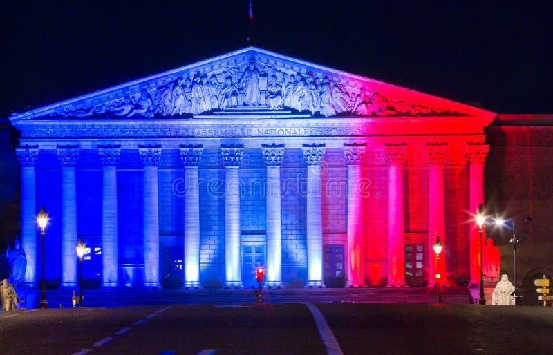 L'Assemblée nationale française s'est allumée avec des couleurs de drapeau national français, Paris photo stock
