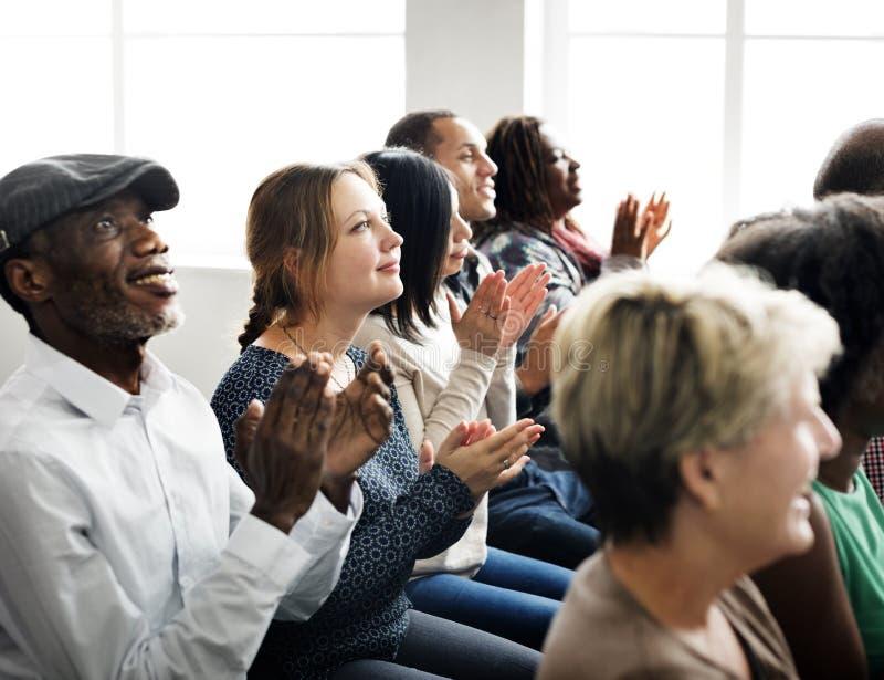 L'assistance applaudissent le concept de applaudissement de formation d'appréciation de Happines photos stock