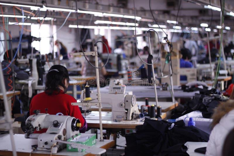 L'atelier d'usine d'habillement en Chine photographie stock libre de droits