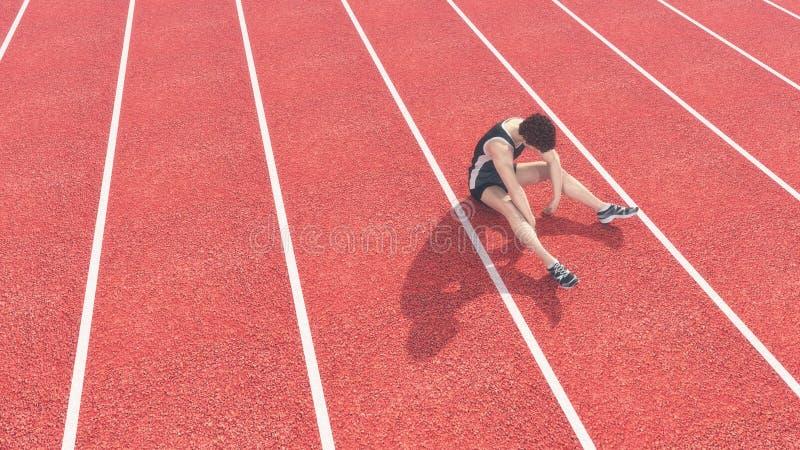 L'athlète a défait la piste photos stock