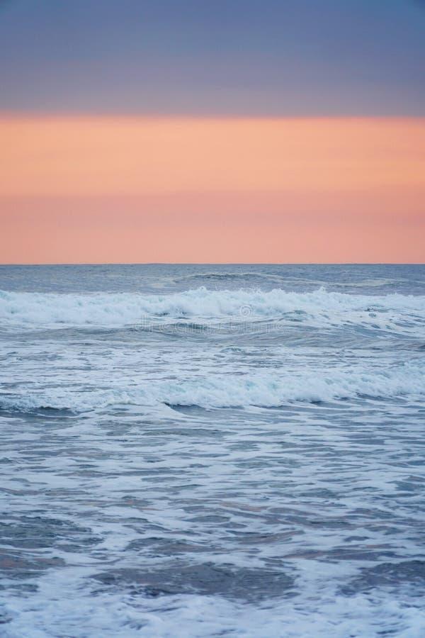 l'atmosphère d'après-midi sur la plage image libre de droits