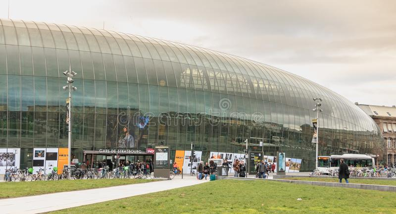 L'atmosphère de rue devant la station de train centrale photo stock