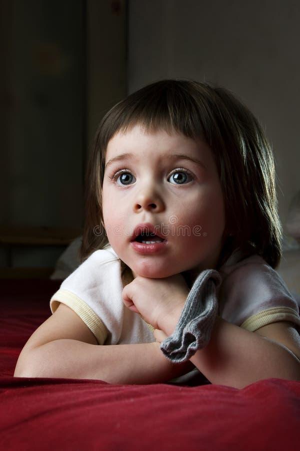 L'attention de l'enfant photos libres de droits
