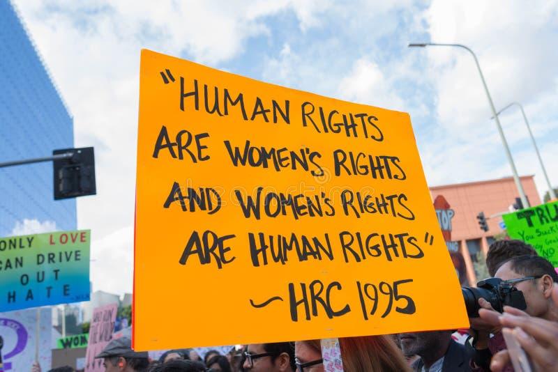 L'attivista tiene un segno circa i diritti umani immagine stock