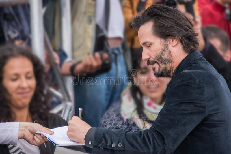 L'attore Keanu Reeves assiste toc toc al prima durante il quarantunesimo festival cinematografico dell'americano di Deauville immagine stock libera da diritti