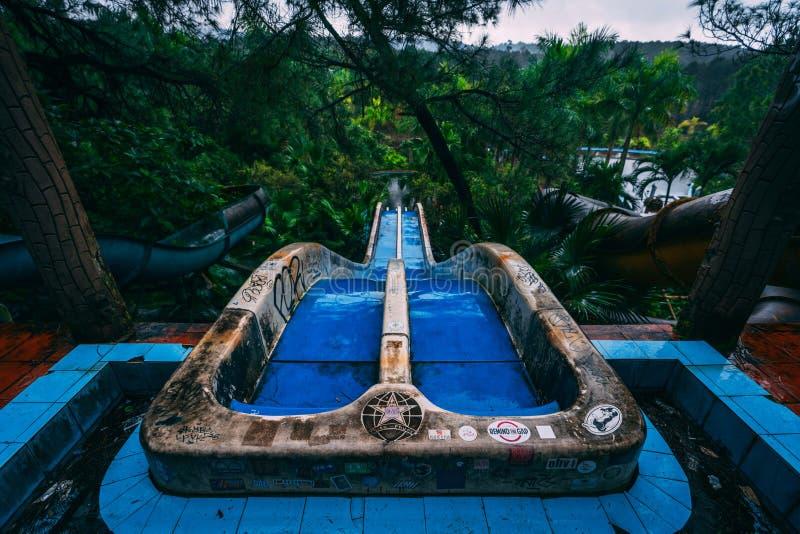 L'attrazione scura Ho Thuy Tien di turismo ha abbandonato il waterpark, vicino alla città di tonalità, il Vietnam centrale, Sud-e fotografia stock