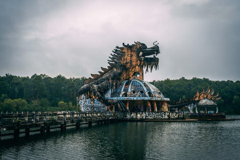 L'attrazione scura Ho Thuy Tien di turismo ha abbandonato il waterpark, vicino alla città di tonalità, il Vietnam centrale, Sud-e fotografia stock libera da diritti