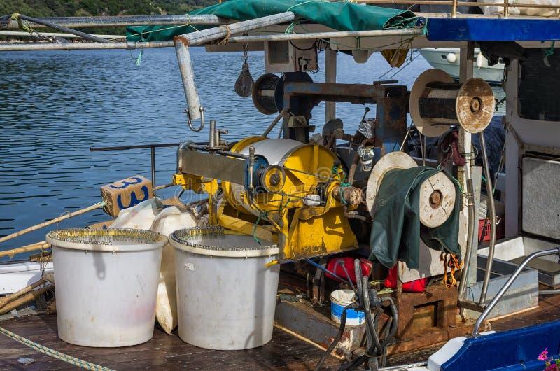 L'attrezzatura pesante di un peschereccio, a Leucade, la Grecia fotografia stock libera da diritti