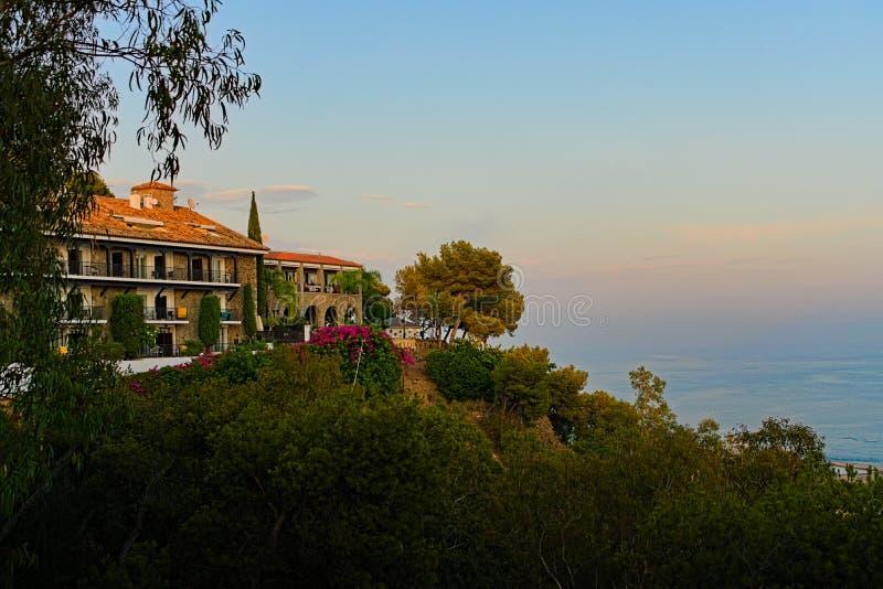 L'Aula sulle colline con i punti di vista sul mare fotografie stock