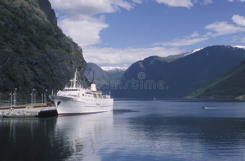 L'Aurlandsfjord vu de la ville de Flam, Norvège Aurlandsfjord est une admission du Sognefjord, le plus long fjord de world's photo libre de droits
