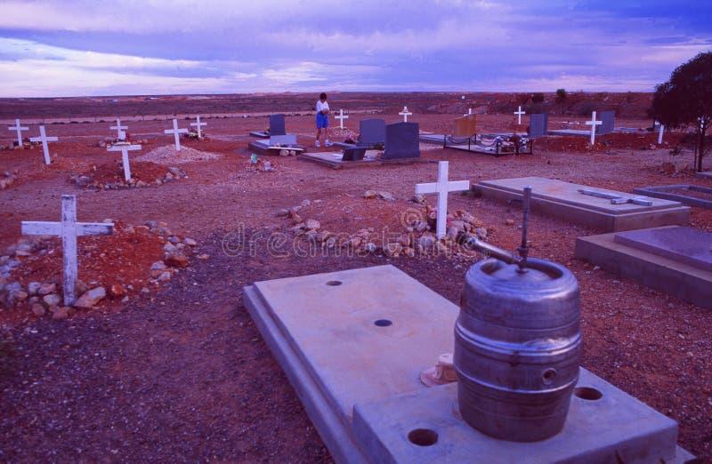 L'Australia: Opal Miner Cemetary a Coober Pedy nell'entroterra fotografie stock libere da diritti
