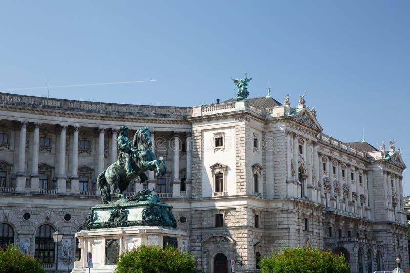L'Austria, Vienna, palazzo di Hofburg e statua dell'equites di principe immagini stock libere da diritti