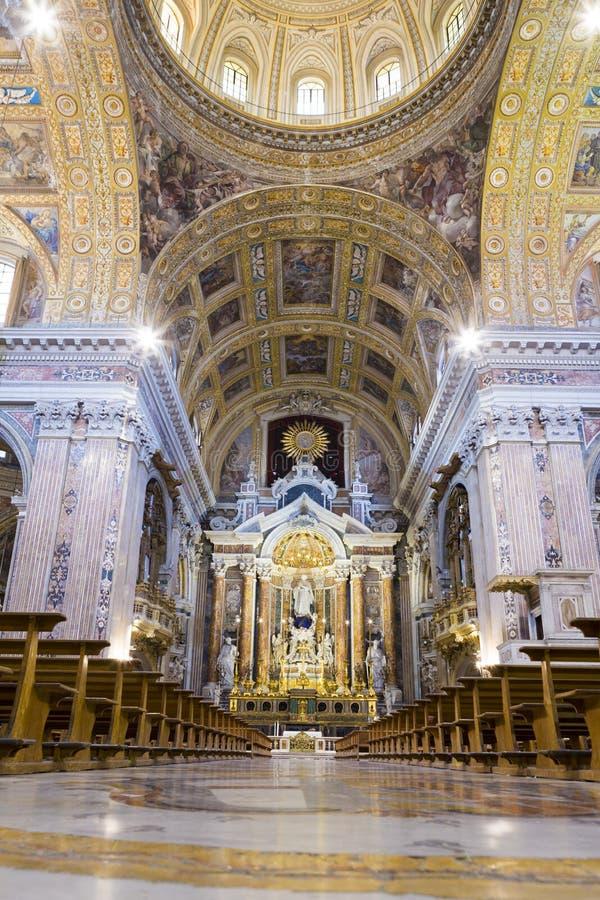 L'autel de l'église de Gesù Nuovo de Naples images stock