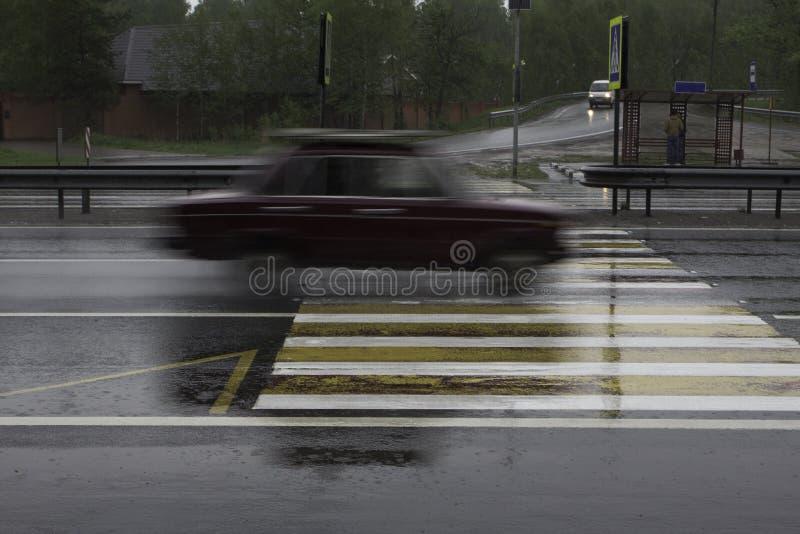 Download L'automobile All'alta Velocità Passa L'attraversamento Immagine Stock - Immagine di vago, vita: 55362097