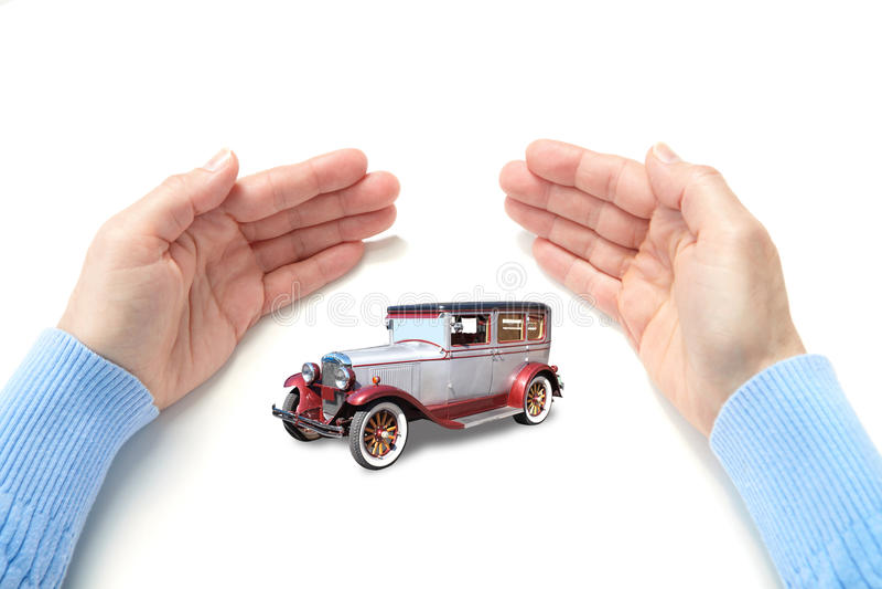 L'automobile in palme fotografia stock libera da diritti