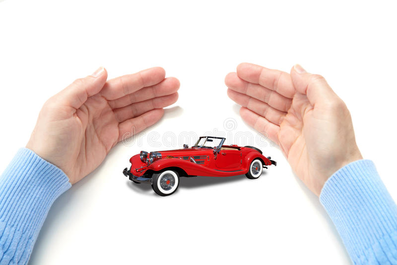 L'automobile in palme immagine stock