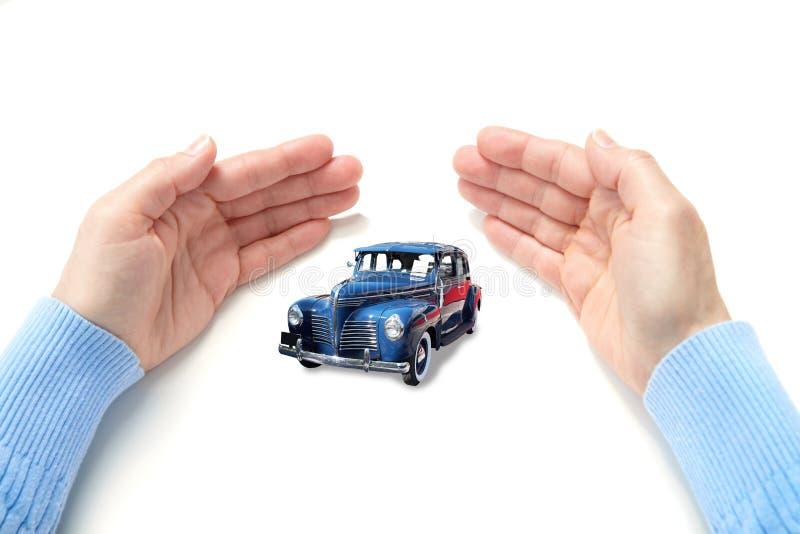 L'automobile in palme immagini stock