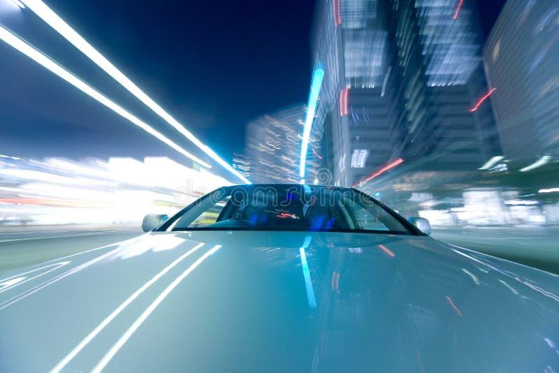 L'automobile si muove alla grande velocità immagini stock libere da diritti