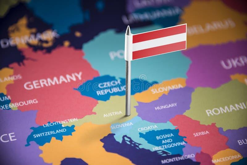 L'Autriche a identifié par un drapeau sur la carte image libre de droits