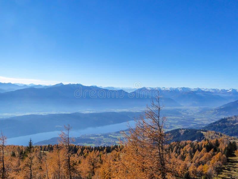 L'Autriche - le ter de ½ de ¿ de Millstï voient l'automne photo stock