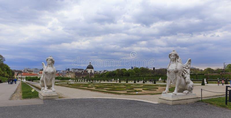 L'AUTRICHE, VIENNE - AVRIL 17,2016 : Jardins de palais de belvédère dans Vi photo stock