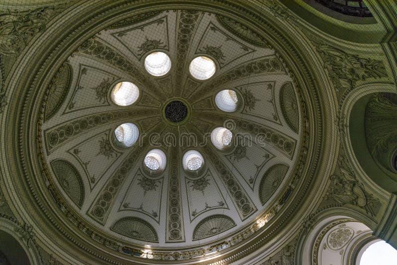 L'Autriche, Vienne, septembre 2018 dôme du Michaelertrakt du complexe de palais du Hofburg le soir photo stock