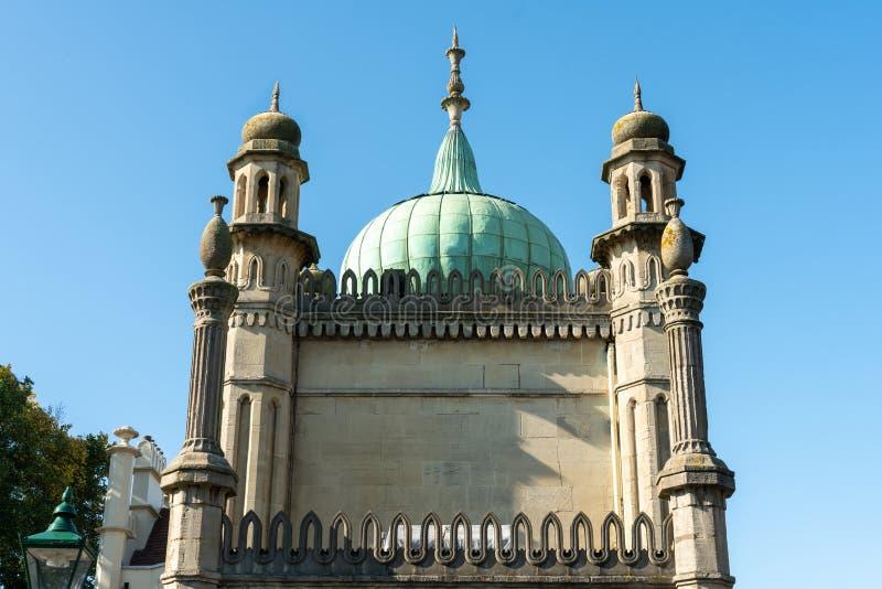 L'avant de Brighton Pavilion tout près Brighton Dome royal historique chez le Sussex, R-U photographie stock libre de droits